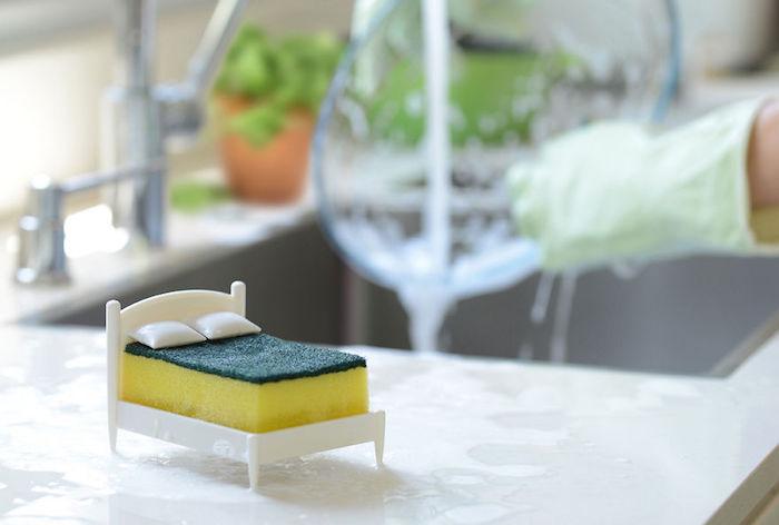 Clean Dreams: подставка-кровать для губки от OTOTO