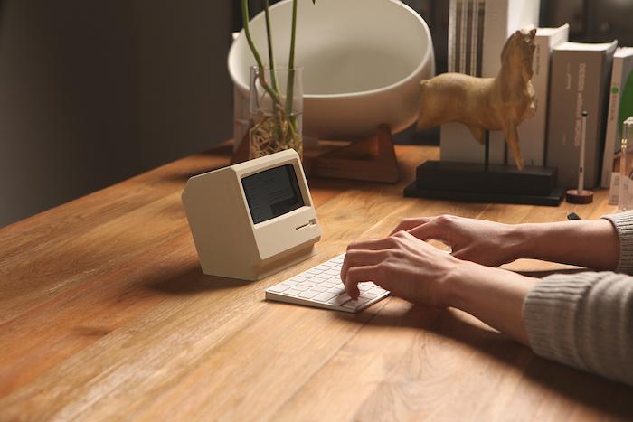 M4 Stand: подставка для iPhone в виде Macintosh 1984 года