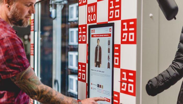 Uniqlo начал продавать одежду через автоматы