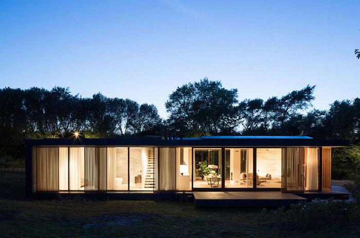 Villa H: одноэтажная вилла с горизонтальным фасадом