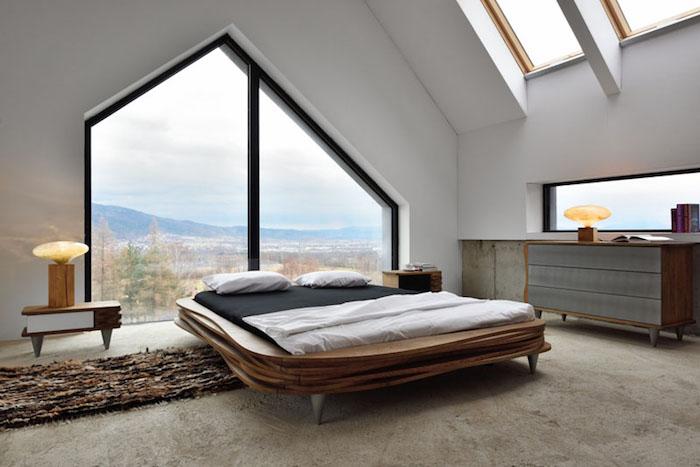 Дизайнерская кровать от Gie El выполнена из скульптурных досок из дуба