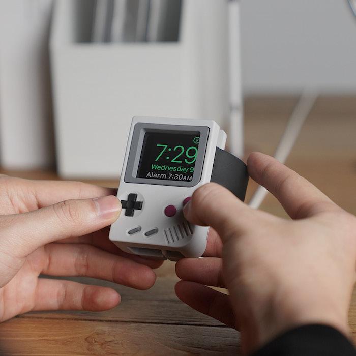 W5 Stand: док-станция для Apple Watch в стиле Nintendo Game Boy